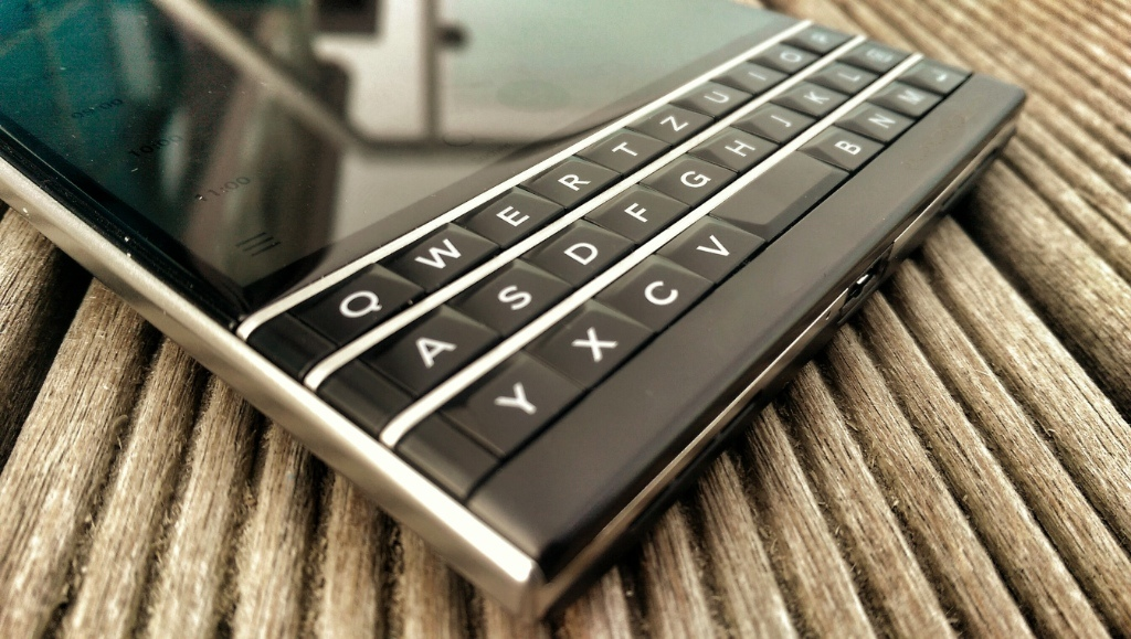 BlackBerry Passport Smartphone | Foto © Helmut Hackl