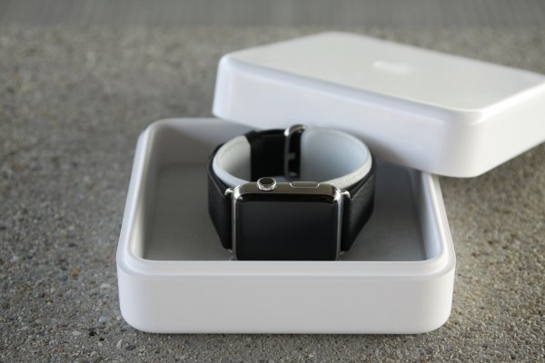 4_Apple_Watch_Box_klein