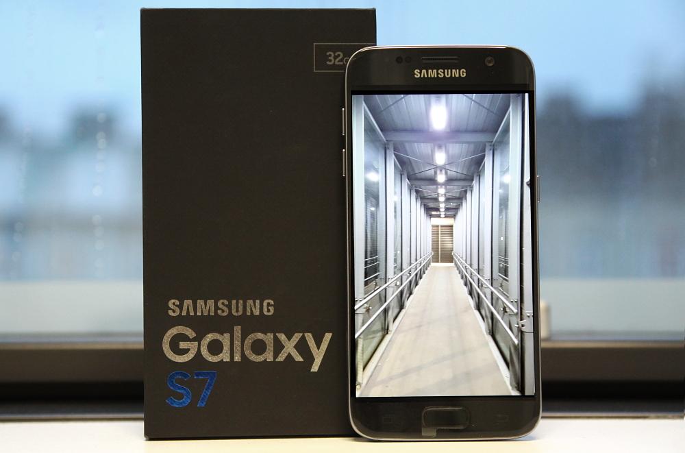 Samsung Galaxy S7 Smartphone schwarz mit Verpackung