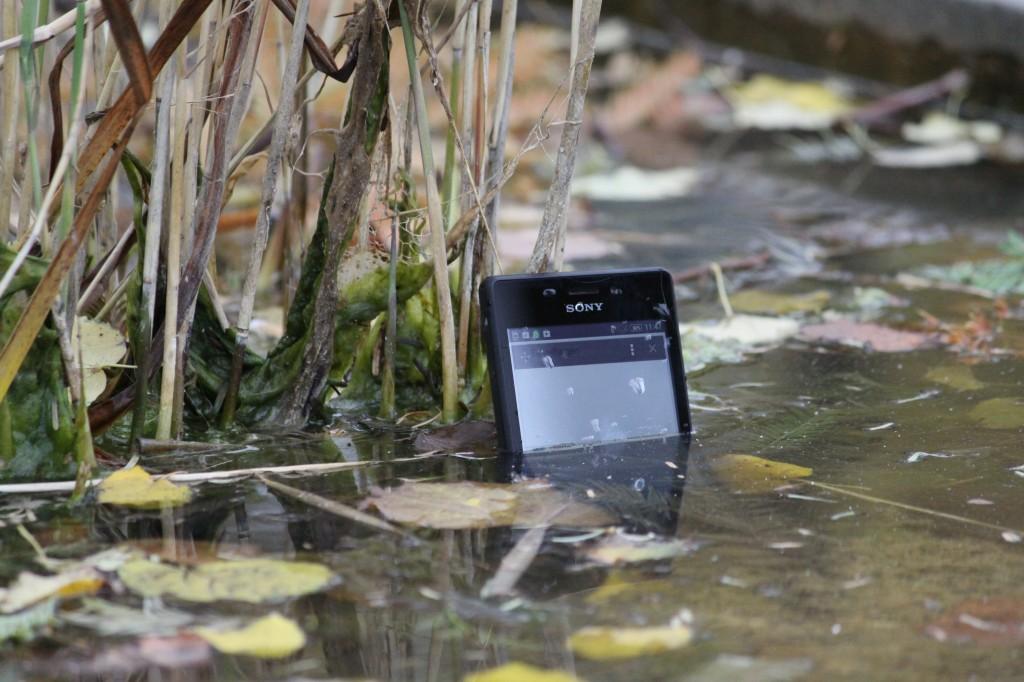 Wasserdichtes Smartphone Foto © A1