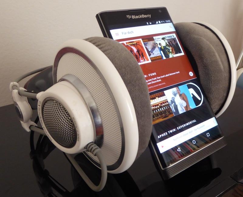 Praxistipp: Einen noch besseren Klang vom Smartphone über Kopfhörer genießen - Foto © Helmut Hackl