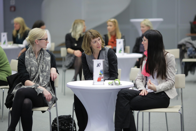 Netzwerken beim Frauennetzwerk; Publikum; Frauen, Elisabeth Höfferer, Karin Wischenbart