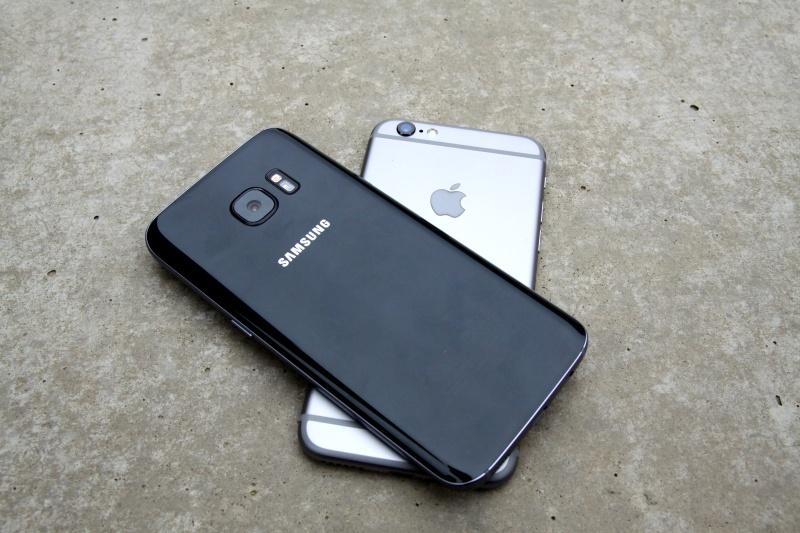Samsung Galaxy S7 vs. iPhone 6s Kanten Rückseite Vergleich
