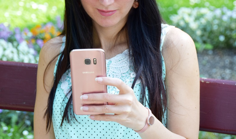 Samsung Galaxy S7 in pink gold mit Charm Aktivity Tracker bei A1