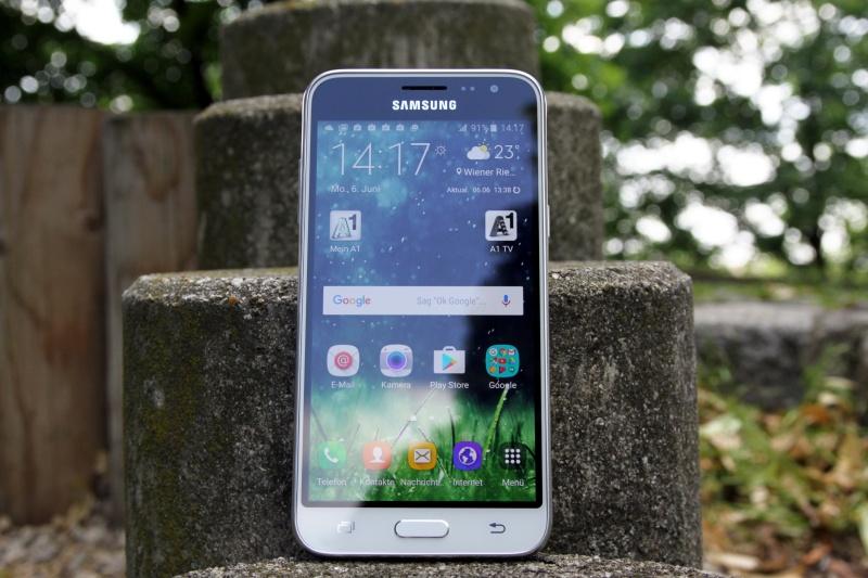 Samsung Galaxy J3 Größe