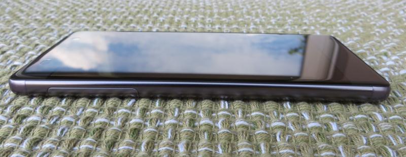 Sony Xperia XA Unboxing Seitenansicht