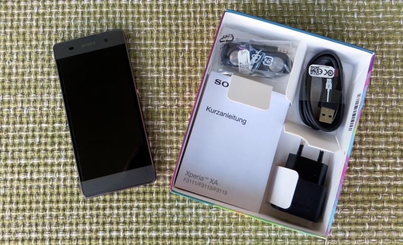 Sony Xperia XA Unpacking
