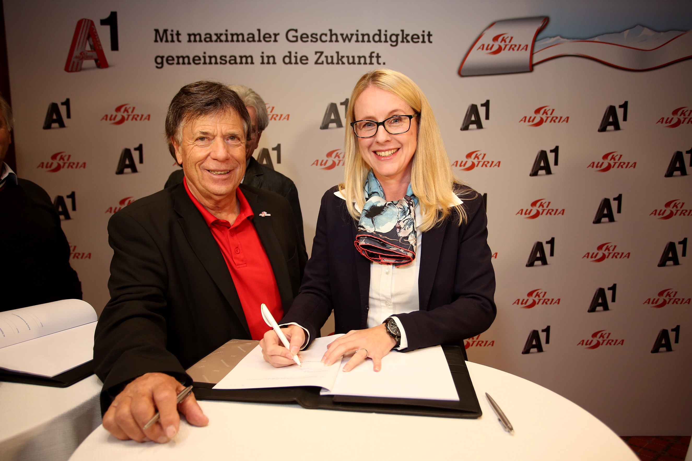 SOELDEN,AUSTRIA,21.OCT.16 - ALPINE SKIING - FIS World Cup season opening, Rettenbachferner, preview, OESV, Oesterreichischer Ski Verband, men, press conference. Image shows president Peter Schroecksnadel (OESV) and Margarete Schramboeck (A1). Photo: GEPA pictures/ Daniel Goetzhaber