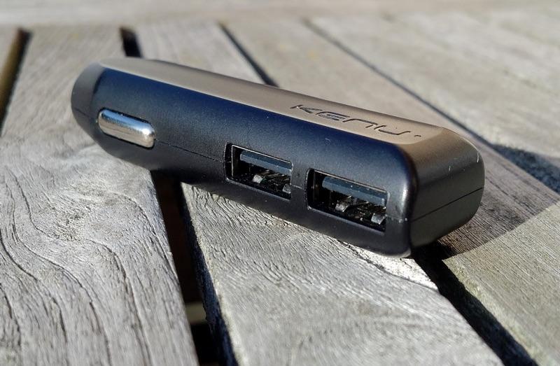 USB-Adapter fürs Auto - Foto © Helmut Hackl