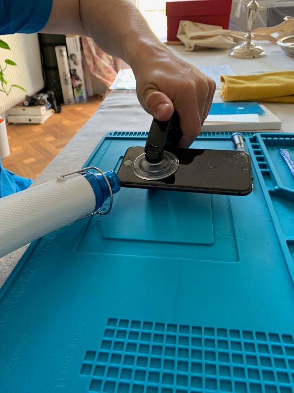 iPhone 8 Display Reparatur: vego.tech Saugnapf