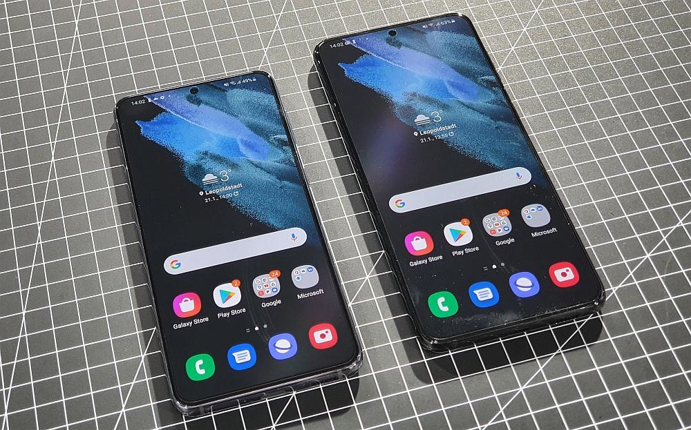 Galaxy S21 und S21+ im Test - Smartphones nebeneinander