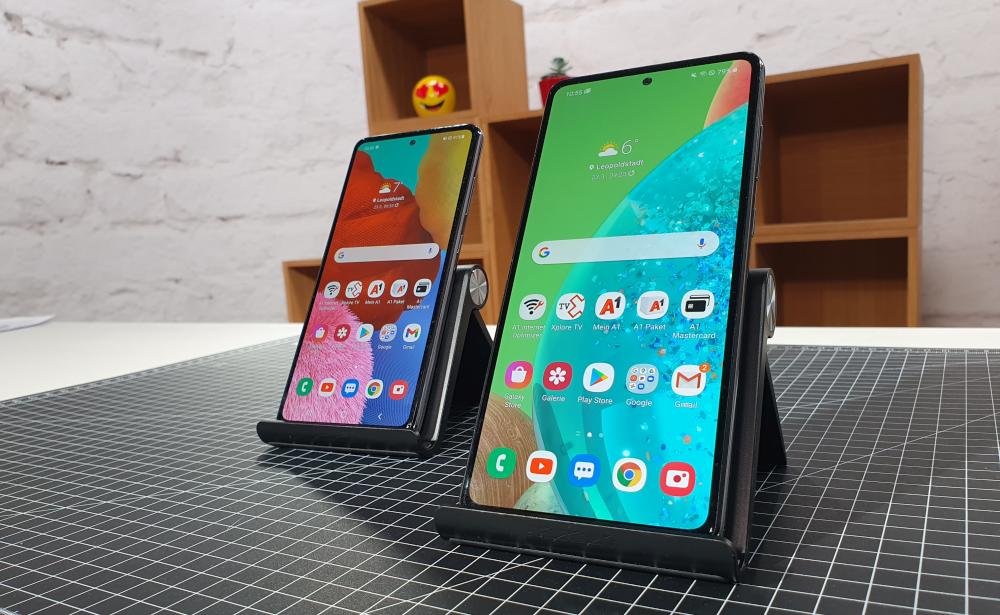 Galaxy A72 und A52 Test Vergleich beide Smartphones auf Halterung