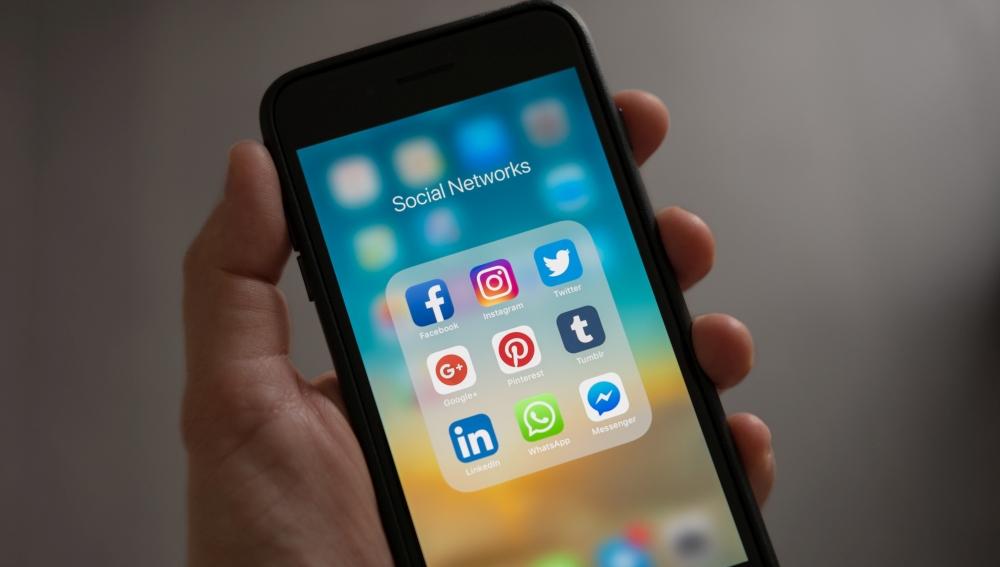 iPhone mit Social Media Diensten